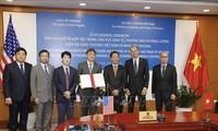 越美加强经贸与能源合作