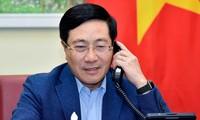 越南政府副总理兼外交部长范平明与新加坡外交部长维文通电话