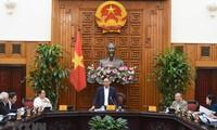 越南政府总理阮春福主持政府历史一书编撰会议