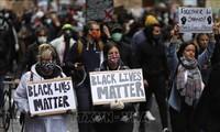 英国首相约翰逊强调要为解决种族歧视问题做出更多努力