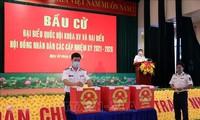 越南巴地头顿省提前举行国会代表和各级人民议会代表选举投票