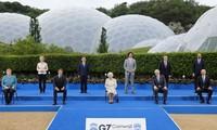 美国总统拜登会晤英国伊丽莎白女王