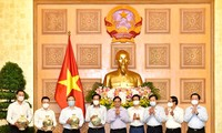 越南政府总理范明政:新闻工作者的使命充满意义、光荣和自豪感,但也十分困难、艰巨