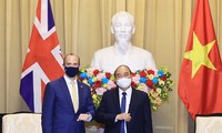 越南与英国加强各领域合作