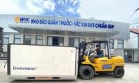新一批90多万剂新冠肺炎疫苗运抵越南新山一国际机场