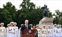 俄罗斯隆重庆祝海军节