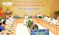 """越南政府总理范明政启动""""把移动互联网信号和电脑送给学生们""""项目"""