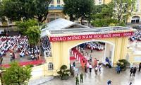 越南学生克服疫情困难开始新学年