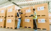 由日本赞助的300台疫苗存储用医用冰箱已运抵越南