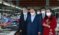 越南国家主席阮春福肯定高龄企业家的贡献