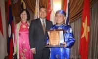 Sastrawan Vietnam menerima Penghargaan susastera Asia Tenggara 2011