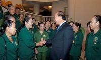 Deputi PM Nguyen Xuan Phuc menerima rombongan mantan pemuda pembidas