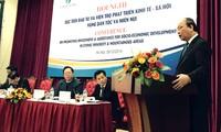 Deputi PM Nguyen Xuan Phuc menghadiri konferensi promosi investasi dan bantuan perkembangan sosial-ekonomi untuk etnis di daerah pegunungan
