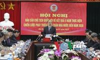 Ketua MN Nguyen Sinh Hung melakukan temu kerja dengan Badan Pemeriksaan Keuangan Negara