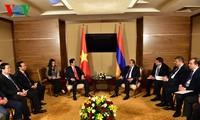PM Nguyen Tan Dung melakukan pertemuan dengan para pemimpin dari negara-negara anggota EAEC