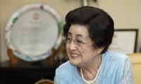 Istri mantan Almarhum Presiden Republik Korea, Kim Dae-jung berkunjung di RDR Korea