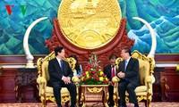 Tidak hentihentinya memperkokoh dan mengembangkan hubungan solidaritas istimewa Vietnam – Laos