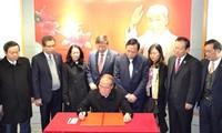 Ketua MN Nguyen Sinh Hung melakukan kunjungan di provinsi Guangdong