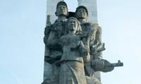 Kamboja memugar tugu-tugu monumen peringatan prajurit sukarela Vietnam