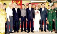 Presiden Truong Tan Sang menemui para pejuang revolusioner yang pernah ditangkap dan dipenjara musuh