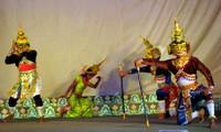 Ro Bam, seni panggung tipikal dari warga etnis minoritas Khmer