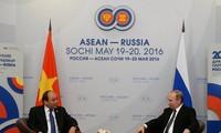 PM Nguyen Xuan Phuc melakukan pertemuan dengan Presiden Federasi Rusia, Vladimir Putin