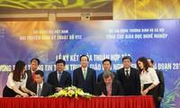 Signature d'un document de coopération entre VTC et DEP
