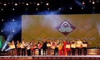 Clôture de la première fête de la brocatelle du Vietnam