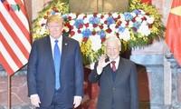 Donald Trump reçu par les dirigeants vietnamiens