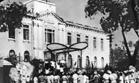 Gedichte bei der Wende der Geschichte der Augustrevolution aus dem Jahr 1945