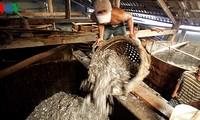 Fischsoßenherstellung in Phu Quoc
