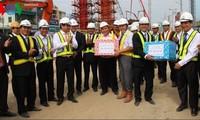 Vize-Premierminister Phuc besucht Baustelle der Straßenbrücke in Danang
