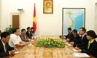 Vize-Premierminister Hoang Trung Hai trifft Generalsekretär der CITES John Scanlon