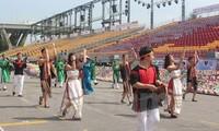 Kulturelle Merkmale Vietnams in Chingay-Parade 2015 in Singapur