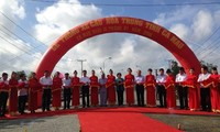 Premierminister nimmt an Feier zur Einweihung der Brücke Hoa Trung teil