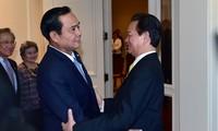 Premierminister Nguyen Tan Dung trifft seinen thailändischen Amtskollegen