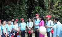 Die in Thailand lebenden vietnamesischen Lehrer und Schüler besuchen Ninh Binh