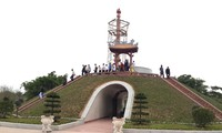 In Ausland lebende vietnamesische Jugendliche besuchen alte Zitadelle Quang Tri