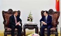 Trinh Dinh Dung trifft den Vizevorstandsvorsitzenden von ExxonMobil