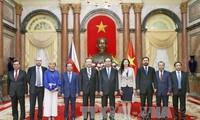 Staatspräsident Tran Dai Quang empfängt neue Botschafter in Vietnam