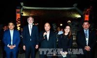 Premierminister Nguyen Xuan Phuc trifft ausländische Unternehmer