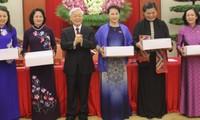 KPV-Generalsekretär Nguyen Phu Trong trifft Parlamentarierinnen