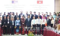 Austausch zwischen Parlamentsbüros Vietnams und Laos