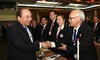 Nguyen Xuan Phuc trifft in Thailand vietnamesische Unternehmer