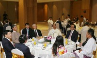 KPV-Generalsekretär Nguyen Phu Trong trifft vietnamesische Unternehmen in Myanmar