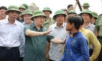 Vizepremierminister Trinh Dinh Dung leitet Arbeit zur Reaktion auf Taifun Doksuri