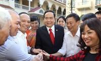 Der Vorsitzende der Vaterländischen Front Vietnams trifft ausgezeichnete Unternehmer