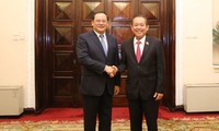Vizepremierminister Truong Hoa Binh führt Gespräch mit seinem laotischen Amtskollegen