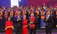 """Preis """"Roter Stern 2017"""" an herausragende junge vietnamesische Unternehmer verliehen"""