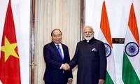 Premierminister Nguyen Xuan Phuc führt Gespräch mit Indiens Premierminister Modi